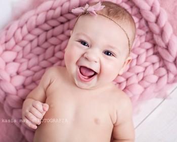 Ale niemowlęta płaczą zawsze, wszędzie, i z każdego powodu i bez powodu. Płaczą, bo chcą jeść. Płaczą, bo nie chcą jeść, bo nie chcą jeść akurat z lewej piersi tylko z .